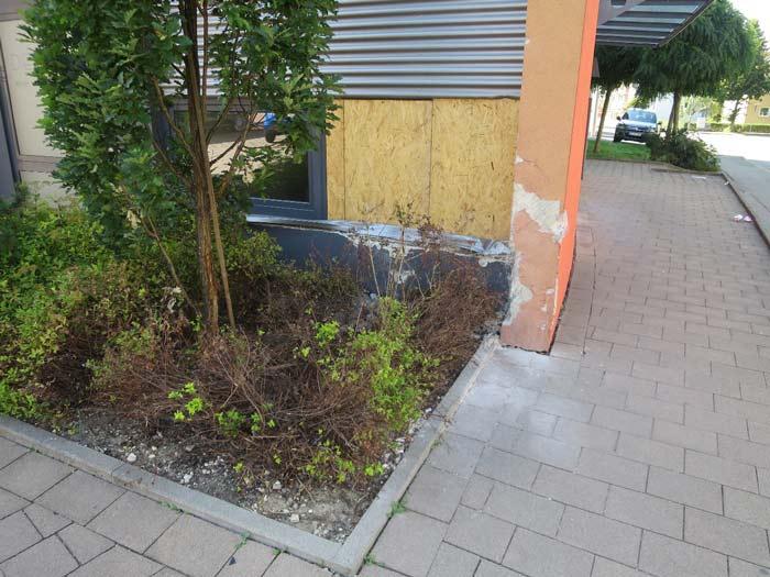 Durch Fahrzeuganprall beschädigte Fassade - Ingenieurbüro Sattler - Bausachverständiger